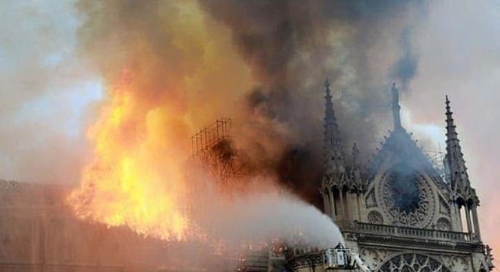 Ünlü isimlerden Notre Dame Katedrali paylaşımları