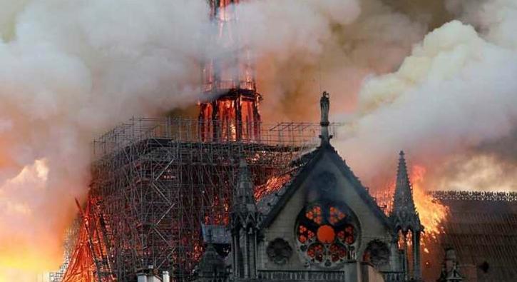 Notre Dame Katedrali yangın sonrası içeriden ilk kez görüntülendi!
