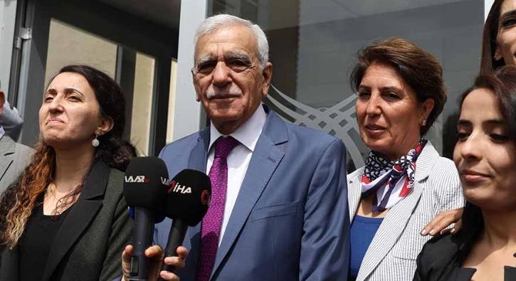 HDP'li Mardin belediyesinin toplantısında 'İstiklal Marşı' tartışması çıktı
