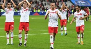 Dünden bugüne 'Asker Selamı' veren futbolcular