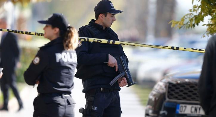 Antalya'da bankaya silahlı soygun girişimi! Zanlı, ikna edilerek gözaltına alındı