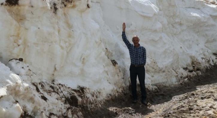 Yazın ortasında 5 metre karla mücadele