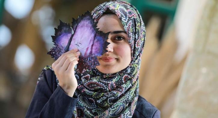 21 yaşındaki Filistinli asma yapraklarını sanat eserine dönüştürüyor