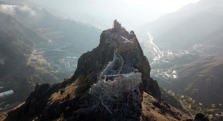 Orta Çağ'da yapılmış, tarih fışkırıyor