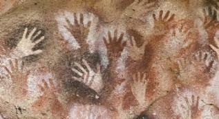 Bu mağara görenleri hayrete düşürüyor! M.Ö el izleri aynı canlılıkta...