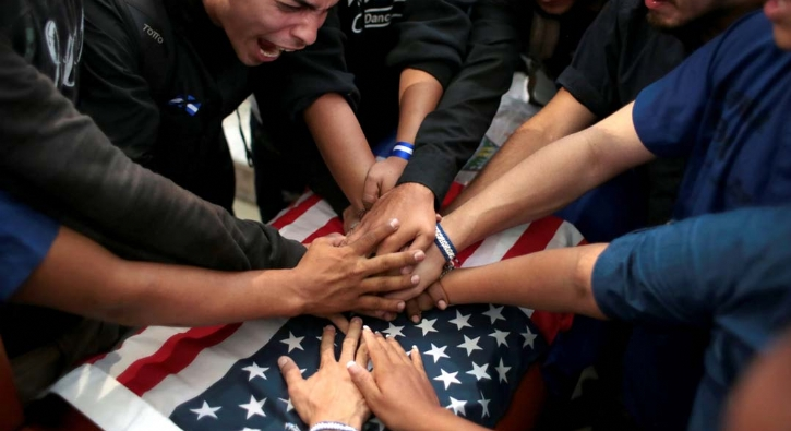 Nikaragua'da maskeli cenaze töreni