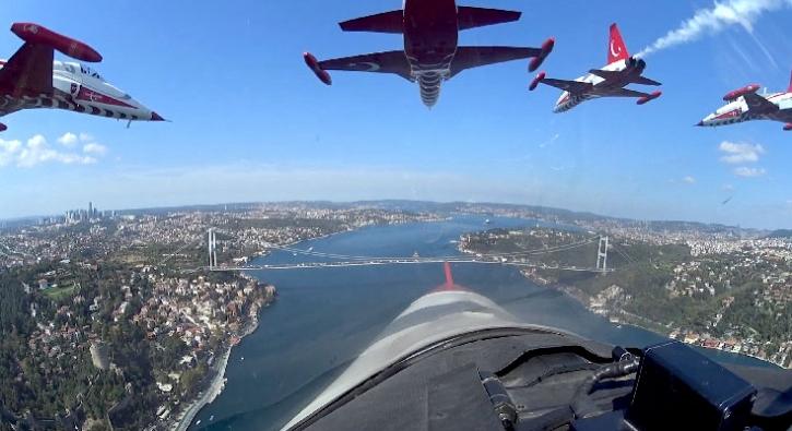 İstanbul'u böyle selamladılar... TEKNOFEST'te nefes kesen anlara bir de böyle bakın!