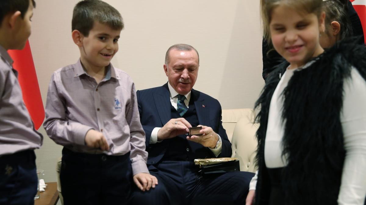 Cumhurbaşkanı Erdoğan'dan çocuklara özel hediye