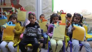 Konteyner kentte eğitim gören Suriyeli öğrenciler karne sevinci yaşadı