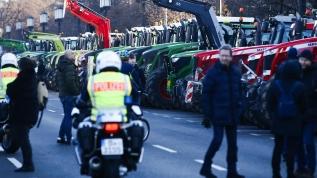 Berlin'i traktörlerle bastılar