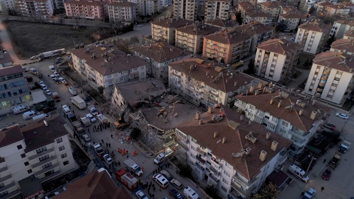 Elazığ'da 6,8'lik depremin ardından ilk fotoğraflar