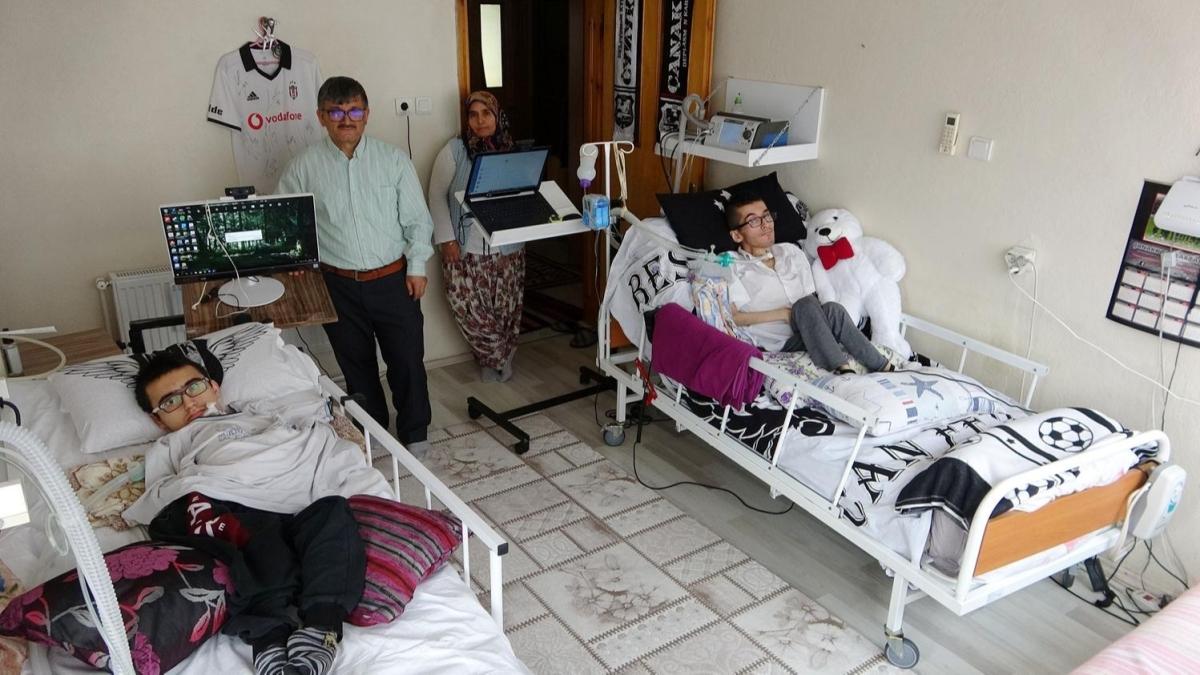 Kas hastası iki kardeş hayatı 'gözleriyle' yaşıyor