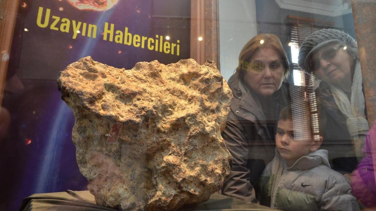 Uzaydan gelen taşa ziyaretçi ilgisi