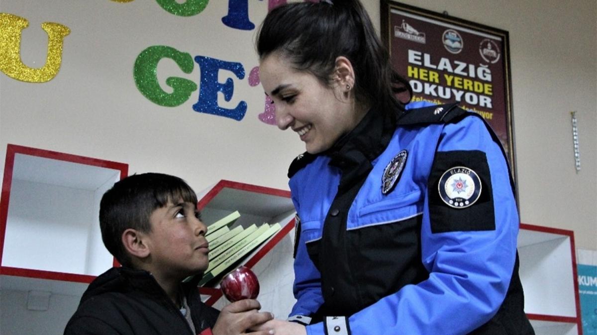 Polislerden depremzede çocuklara özel sinema etkinliği