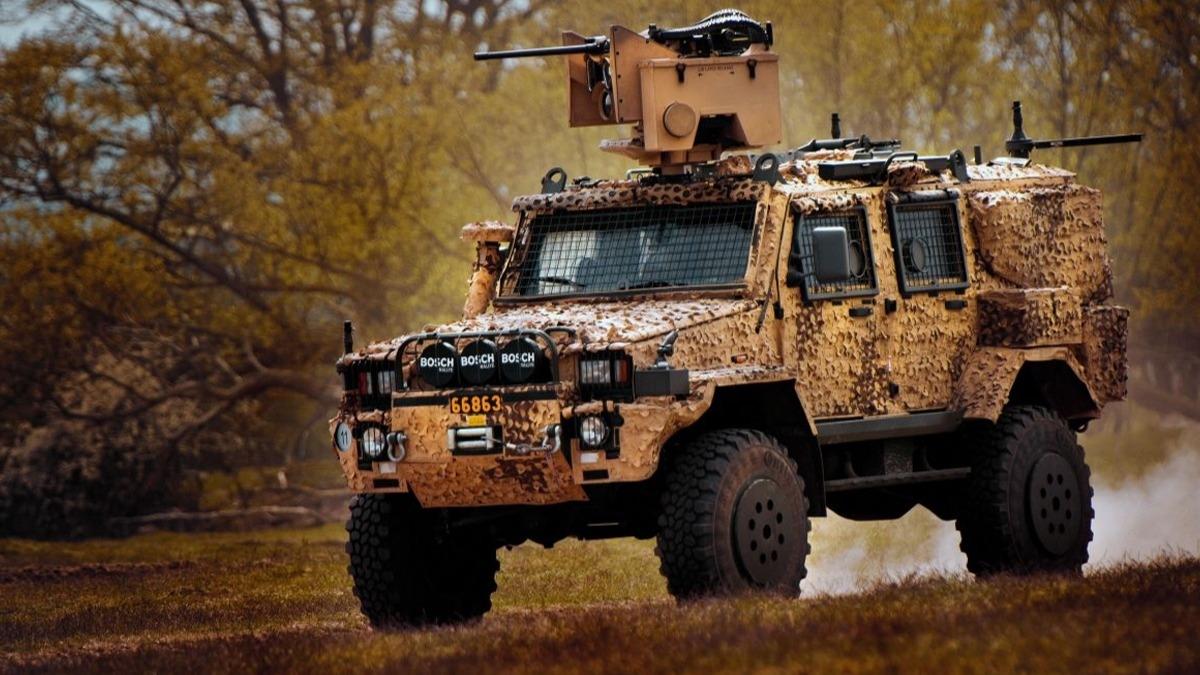 Zırhlı araçlar çalındı, o ülke karıştı! Alarm durumuna geçildi