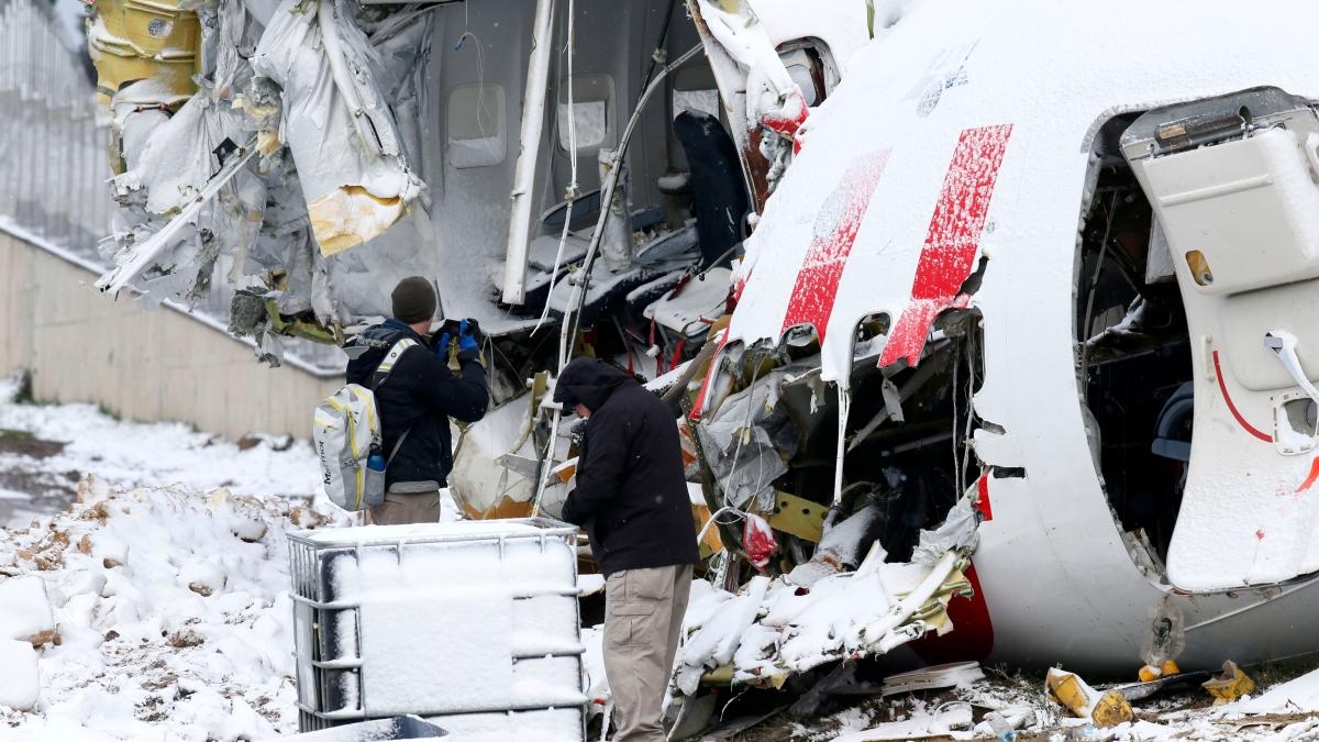 ABD'den gelen heyet kaza yapan uçağın enkazını inceledi