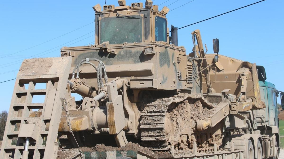 İdlib'e zırhlı loder sevkiyatı yapıldı