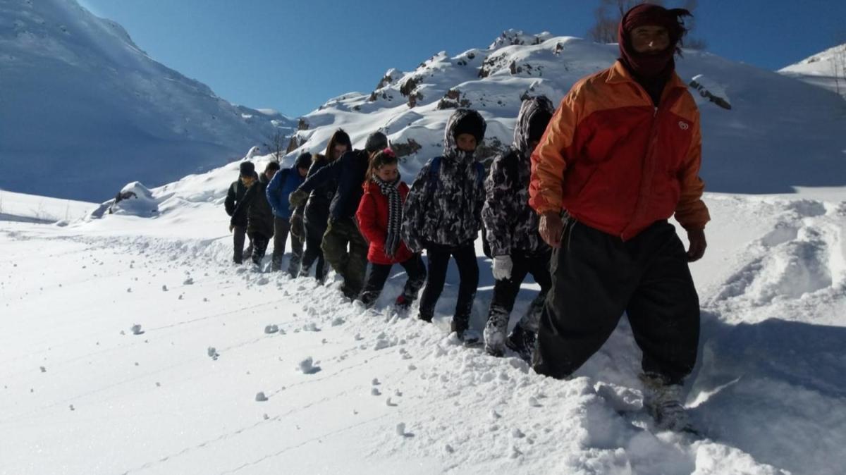 Öğrencilerin zorlu okul yolculukları