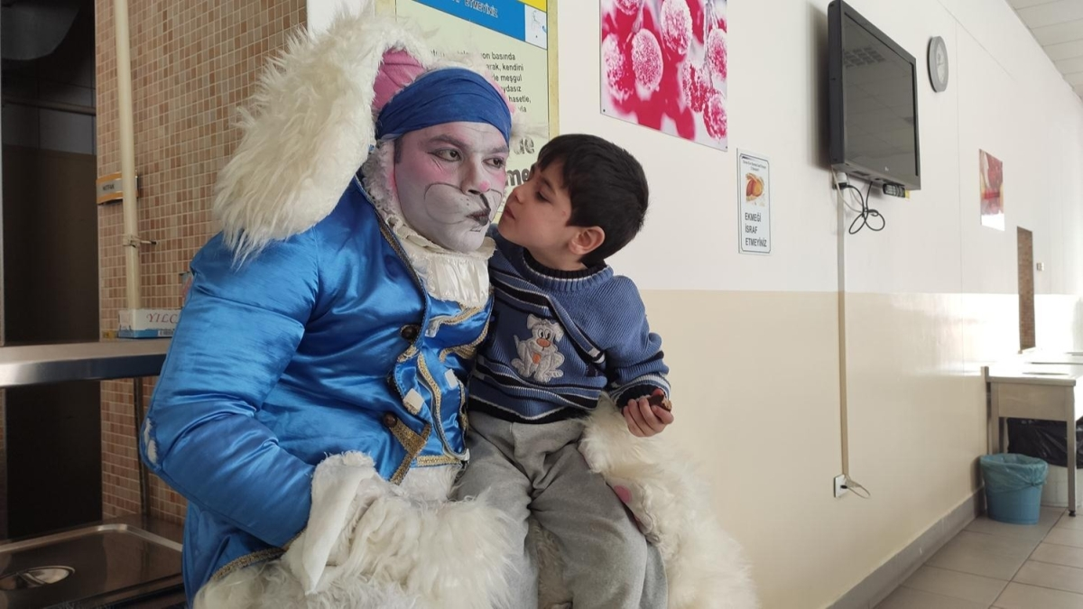 Türkiye'nin dört bir yanından gelip depremzede çocukların gönüllerine dokundular