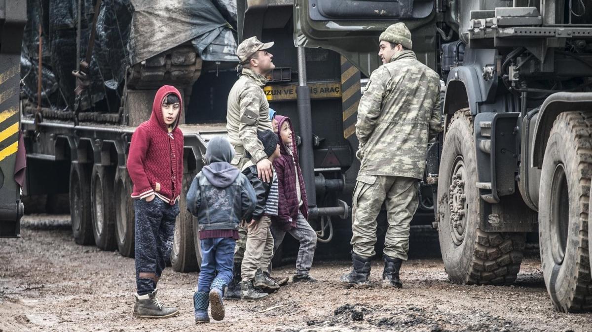 Sınırdaki çocukların Mehmetçik sevgisi