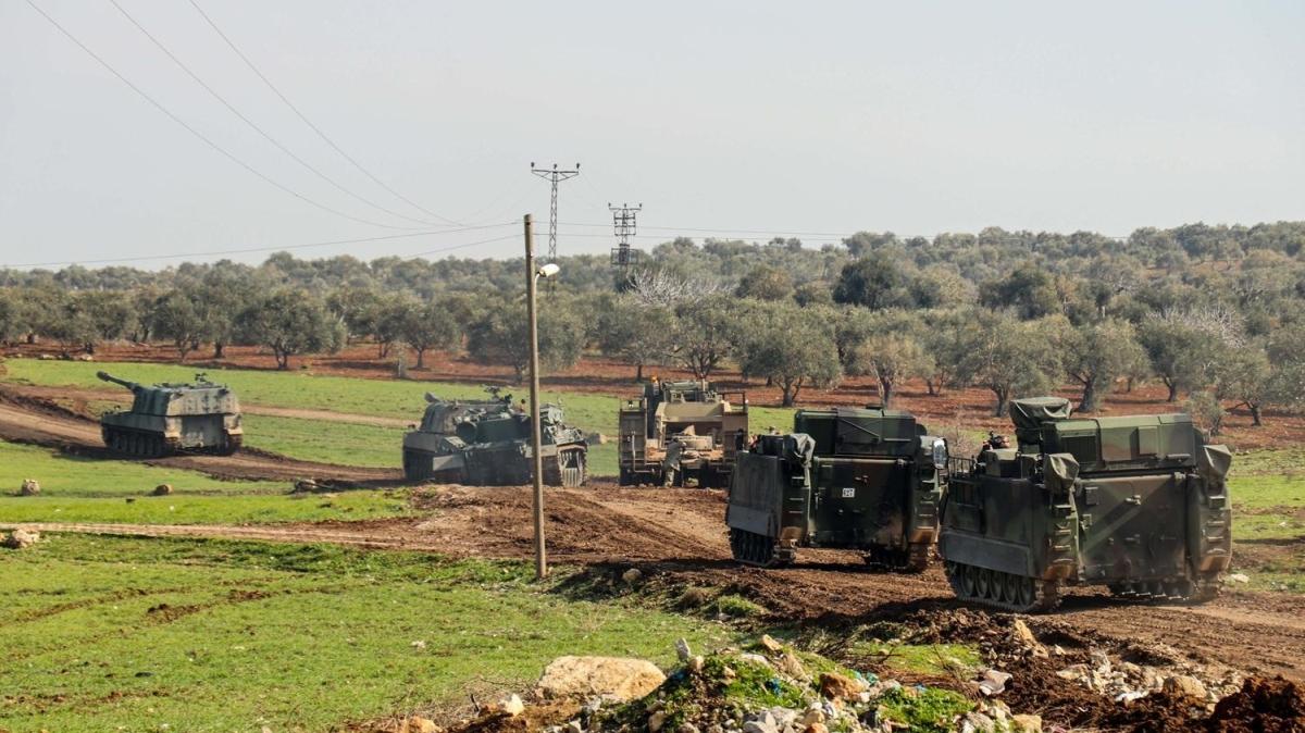 Suriye sınırına tank ve askeri araç sevkiyatı devam ediyor
