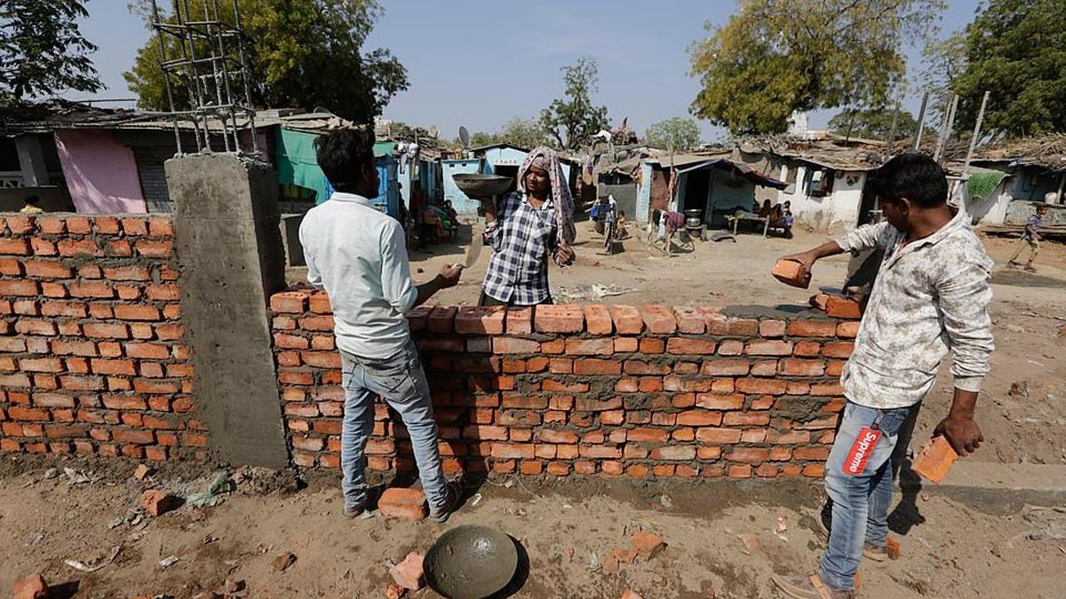 Hindistan'da Trump telaşı! Duvar inşasına başladılar