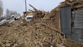 İran'daki deprem Van'da da hissedildi, bazı kerpiç evler yıkıldı