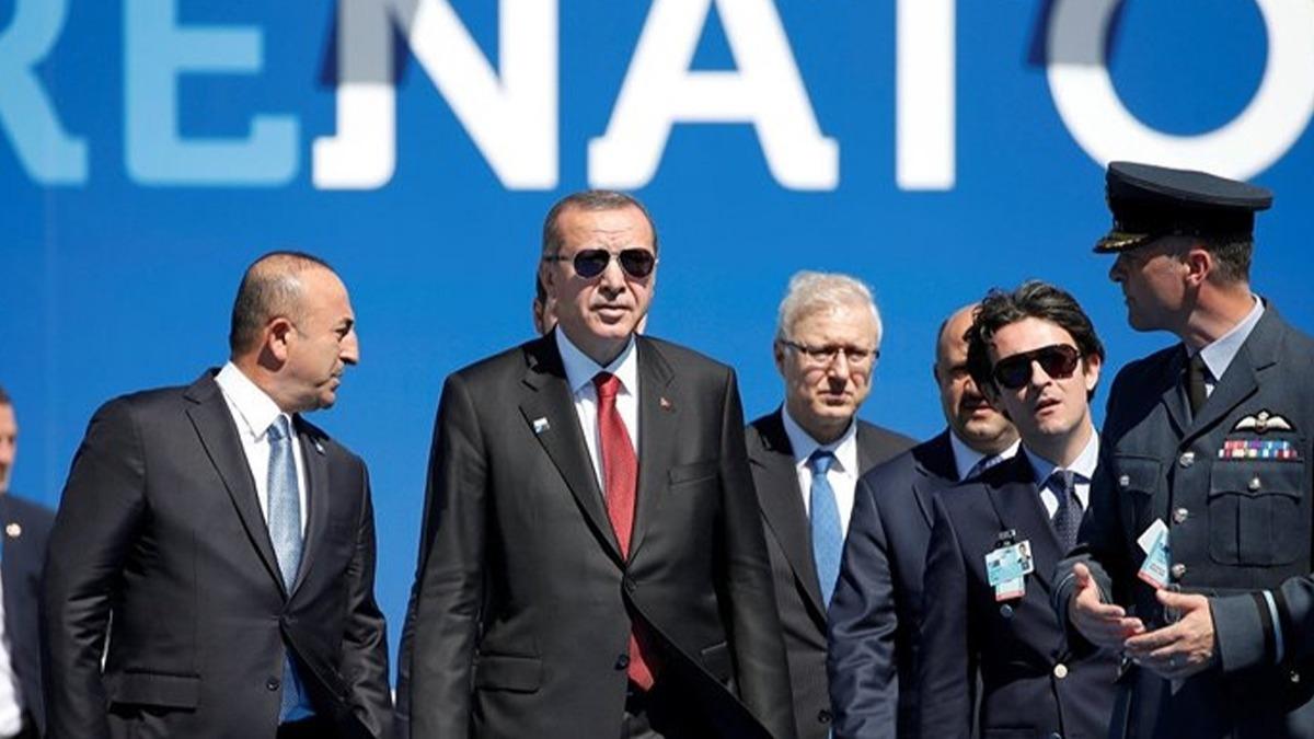 İşte Başkan Erdoğan'ın Londra'da liderlere verdiği o kitap