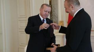 Cumhurbaşkanı Erdoğan, İlham Aliyev'e tespih hediye etti