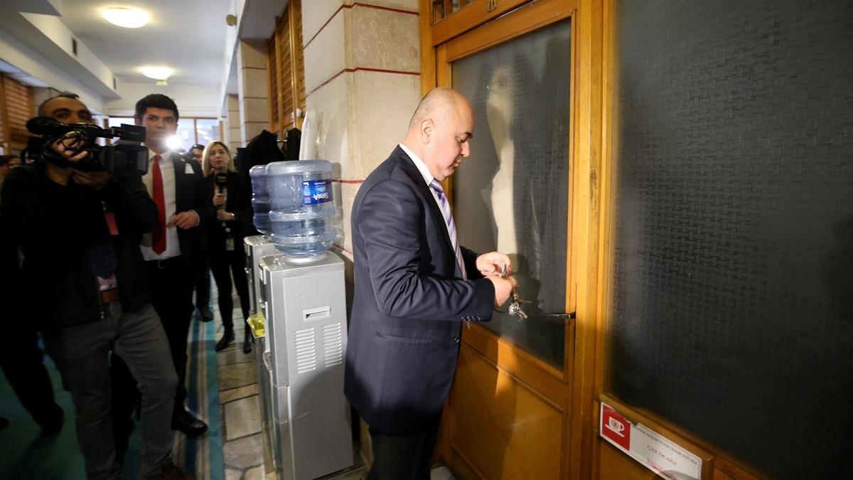 TBMM'de tarihi gün! Meclis'in kapıları kilitlendi