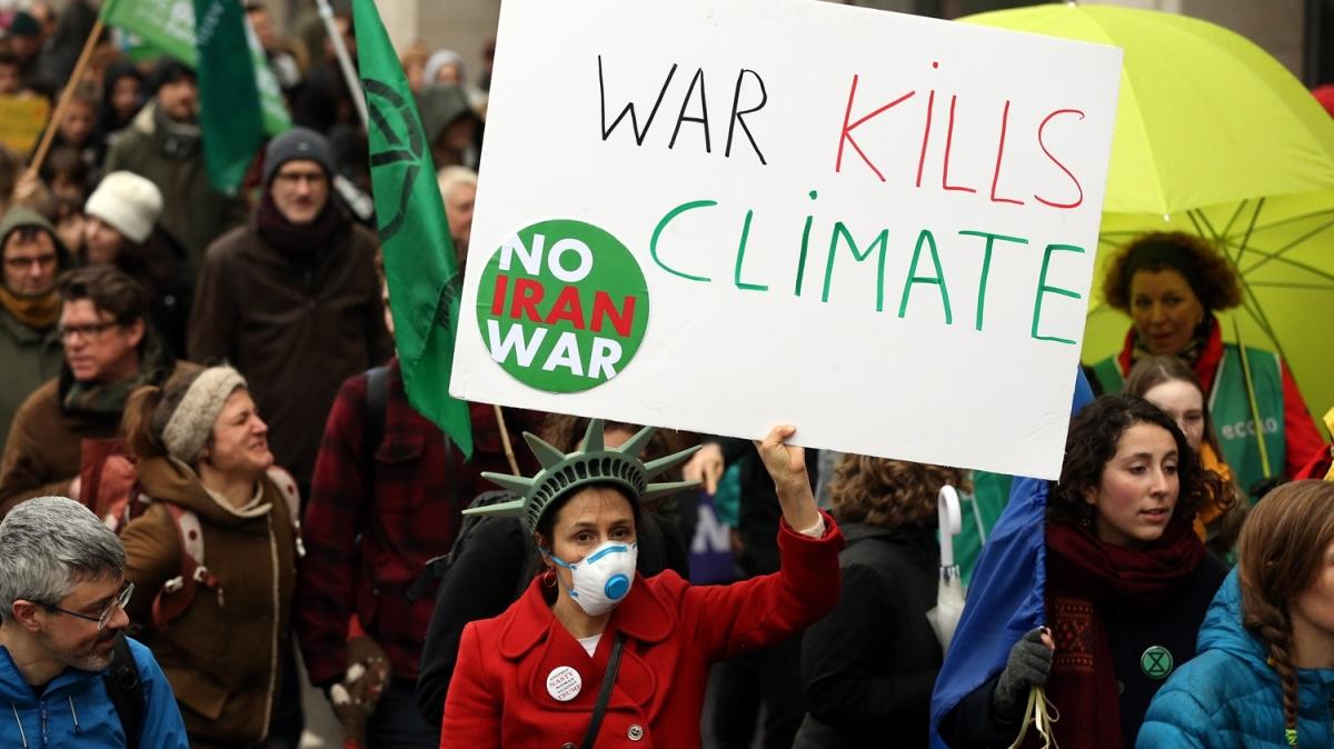 İklim protestosuna binlerce kişi katıldı