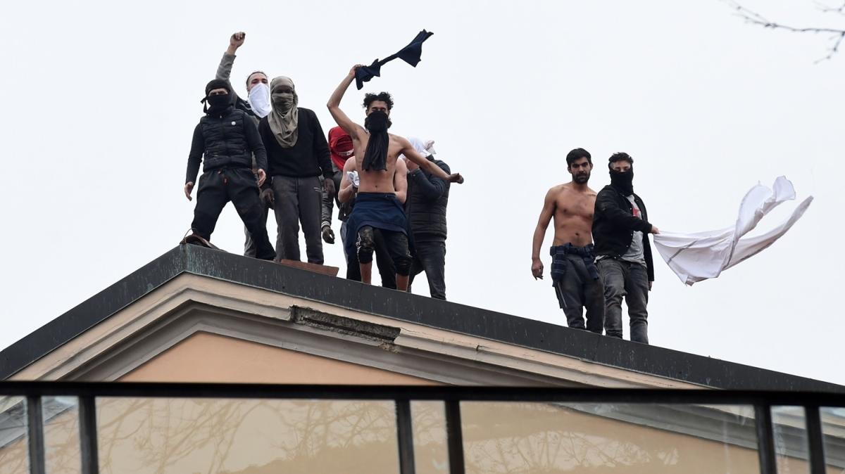 İtalya'da Kovid-19 tedbirlerine karşı cezaevi isyanları: 6 mahkum öldü!