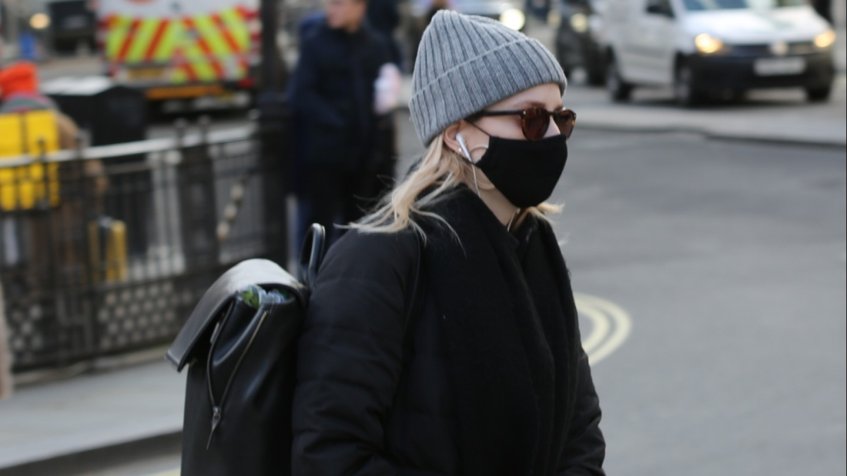 İngiltere ve Rusya'da koronavirüs önlemleri