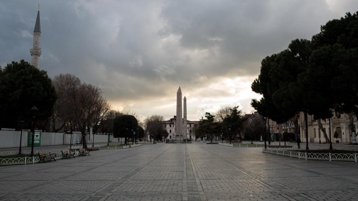 İstanbul'da meydanlar boş kaldı