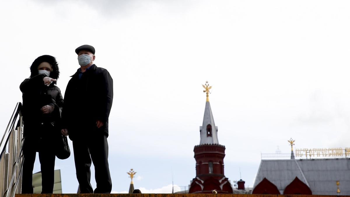 Rusya'da Kovid-19 endişesi şehir merkezlerini boş bıraktı