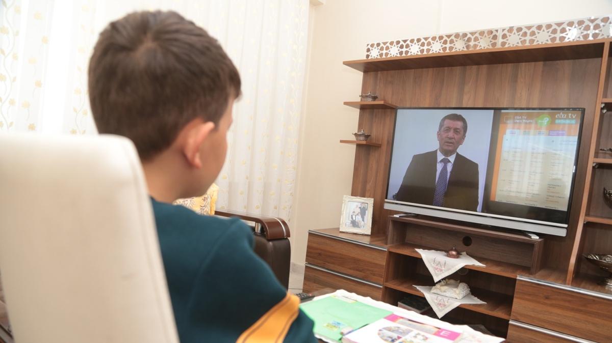 TRT-EBA TV ile 'uzaktan eğitim' dersleri başladı