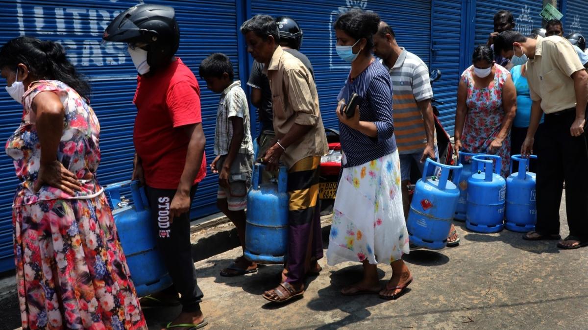Sri Lanka sokağa çıkma yasağı 8 saat süre ile kaldırıldı