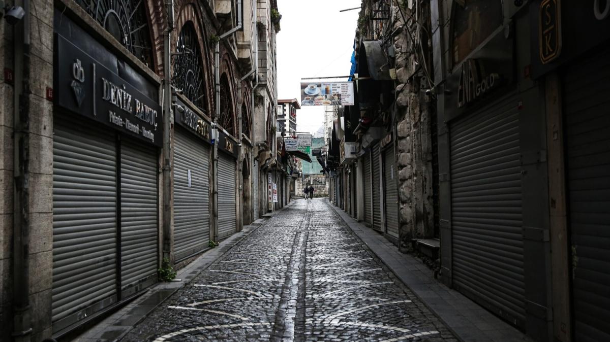 İstanbul sokakları tarihinin en ıssız günlerini yaşıyor