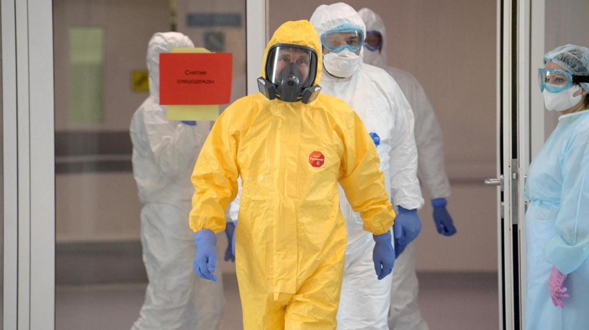 Putin, koronavirüs hastalarının bulunduğu hastaneyi ziyaret etti