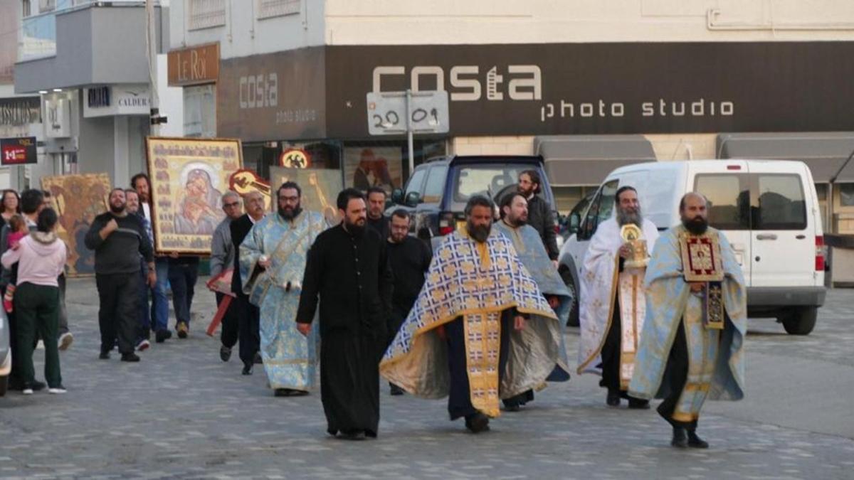 Papazlar koronavirüs duasına çıktı