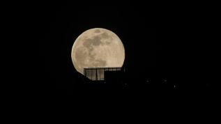 'Süper Ay' New York ve New Jersey üzerinde böyle yükseldi