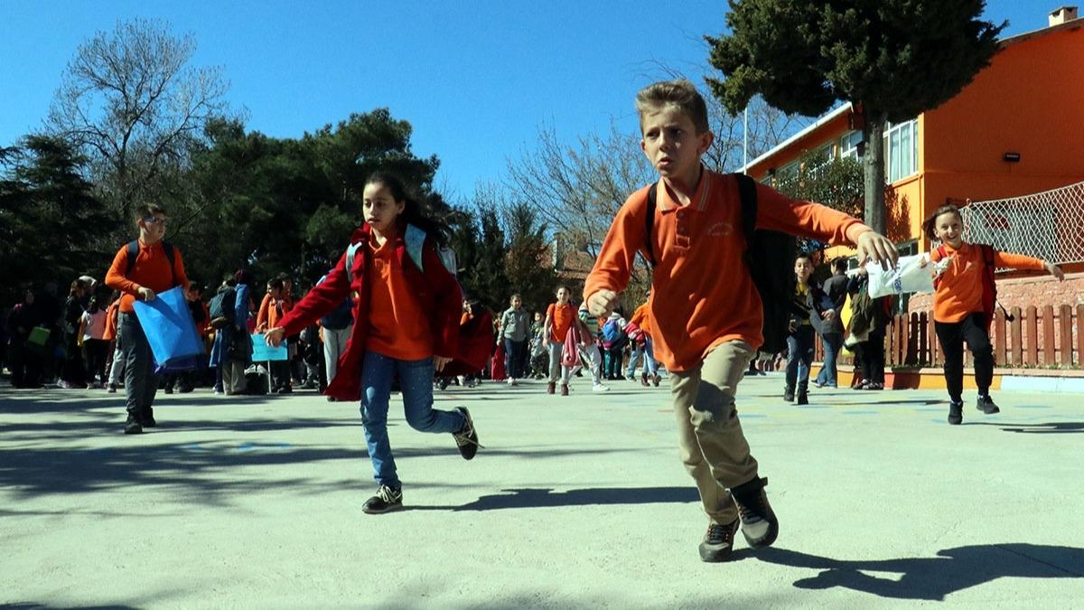 Okulların açılma süresi uzayacak mı? Okullar yaz tatiline ne zaman girecek?