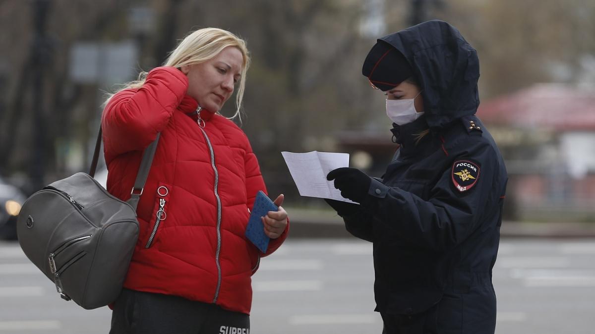 Rusya'da izinli sokağa çıkma uygulaması başladı
