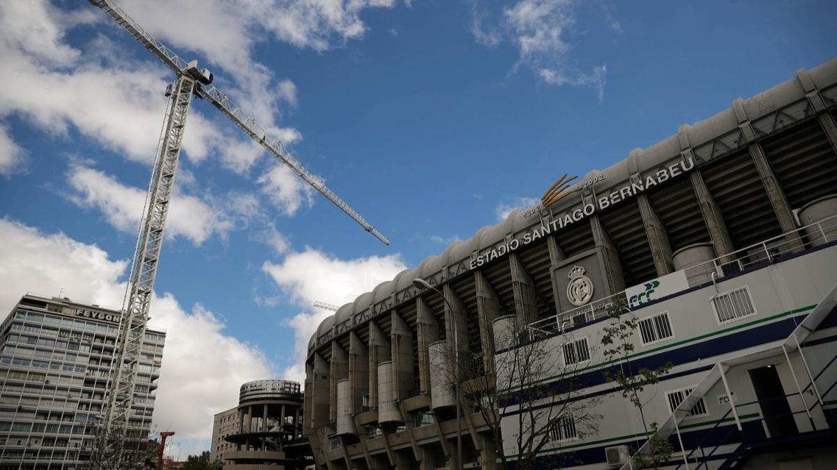 Kovid-19 nedeniyle OHAL'in devam ettiği İspanya'da inşaat sektörüne izin:  Santiago Bernabeu Stadı'nın yenileme çalışmaları