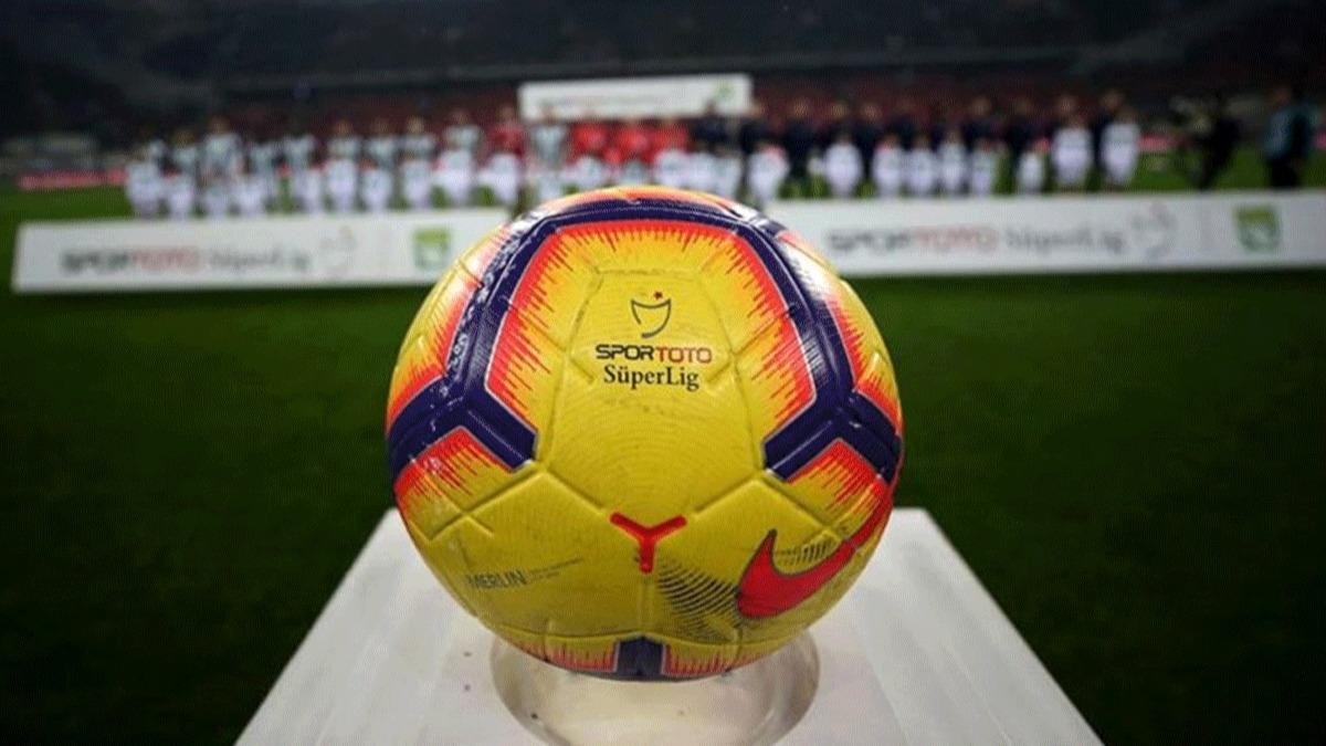 Süper Lig'in başlayacağı tarihi ünlü spiker duyurdu!