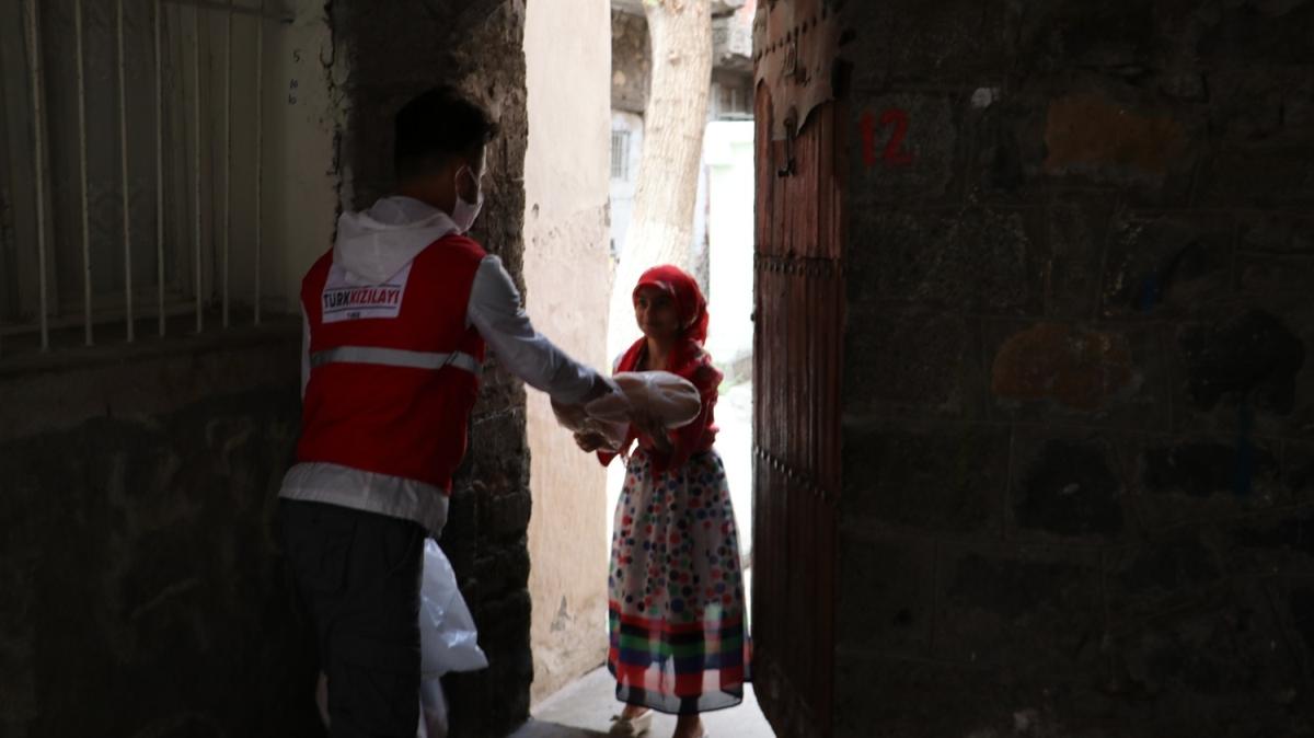 Türk Kızılay'ının kazanları ihtiyaç sahipleri için kaynıyor