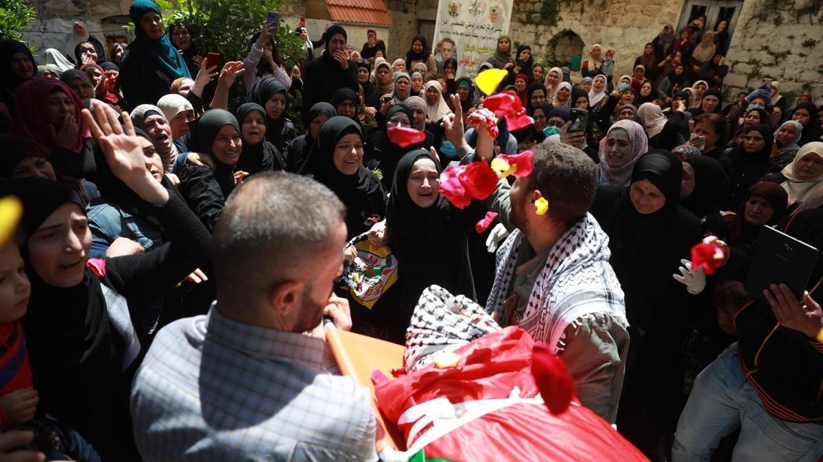 Yüzlerce kişi katıldı! İşgalci İsrail'in zindanında hayatını kaybeden genç toprağa verildi