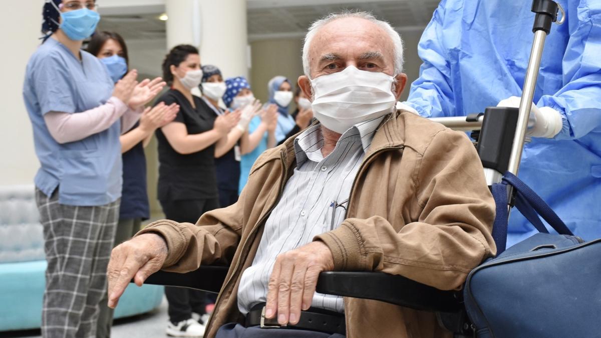 71 yaşındaki Kovid-19 hastası immün plazma tedavisi ile iyileşti