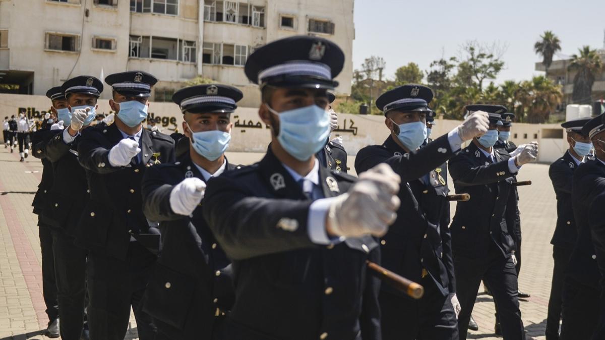 Gazze'deki Polis Akademisi yeni mezunlarını verdi