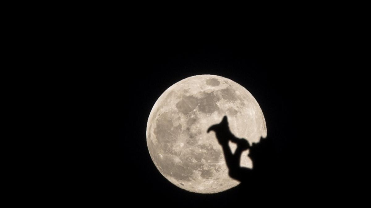 Süper Ay dünya genelinde doyumsuz manzaralar oluşturdu